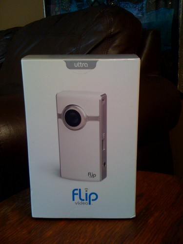 flip video giveaway @ mommyknows.com