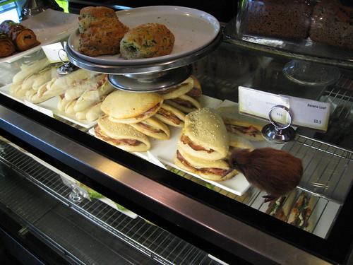 Kiwi ordering breakfast