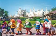 all dwarves (Elysia in Wonderland) Tags: world white holiday paris happy dwarf disneyland small 1996 disney sleepy seven doc grumpy eurodisney dwarves elysia 96 dopey bashful dwarfs sneezy snopw