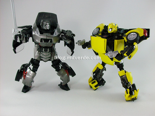 Transformers Bumblebee Alternity vs Megatron - modo robot