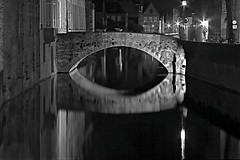 Bruges by night (NRG Photos) Tags: longexposure bridge blackandwhite hotel canals bruges nightphoto brcke nachtaufnahme 30seconds langzeitbelichtung brgge schwarzweis kanle 30sekunden