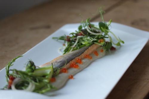 Fjellørret med asparges, sjøgressalat og jordskokk