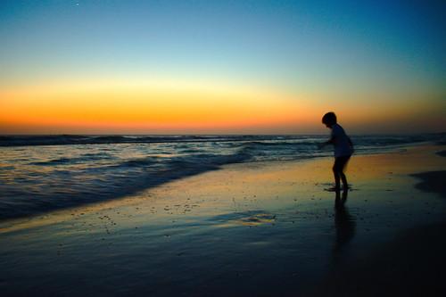 フリー写真素材, 人物, 子供, 人と風景, 夕日・夕焼け・日没, ビーチ・砂浜, シルエット, アメリカ合衆国,