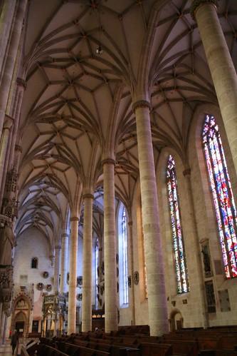 Interior de la nave lateral de la catedral de Ulm