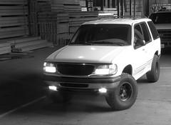 Ford explorer (Randy SG10) Tags: white black ford explorer 98 rims lifted