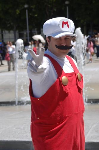 FanimeCon2010: Fire Mario Victory