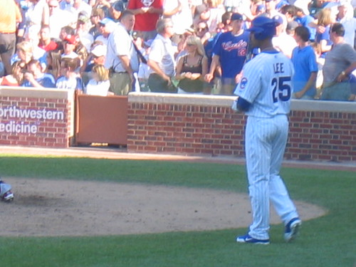Cubs batter Derek Lee