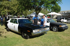 LOS ANGELES POLICE DEPARTMENT (LAPD) PLYMOUTH SATELLITE & FORD CROWN VICTORIA (Navymailman) Tags: show california ford car woodland hills vehicle cruiser 2010 lapd crownvictoria crownvic policeinterceptor vtac