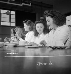 Women munitions workers enjoying their half-hour lunch in the Dominion Arsenals Ltd. plant cafeteria. / Lors de la demi-heure de pause, des ouvrires affectes aux munitions prennent leur djeuner  la caftria de l'usine Dominion Arsenals Ltd (BiblioArchives / LibraryArchives) Tags: canada lunch workers women quebec wwii lac canadian worldwarii qubec cafeteria canadians canadiens canadien bac secondworldwar djeuner canadienne munitions ouvrires caftria libraryandarchivescanada 19742 canadiennes deuximeguerremondiale bibliothqueetarchivescanada dominionarsenalsltdplant harryrowed usinedominionarsenalsltd