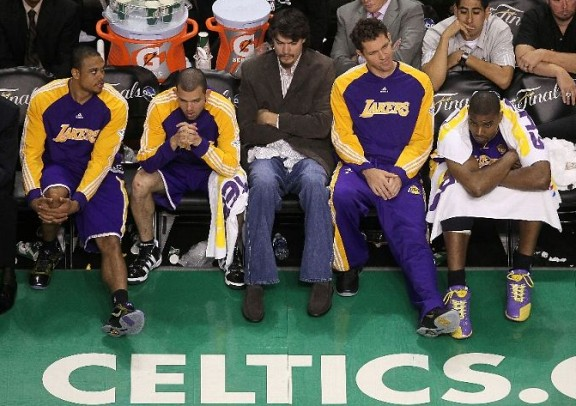 sad lakers bench