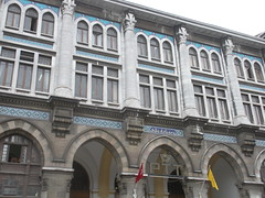Main Post Office, Sirkeci , Istanbul (sftrajan) Tags: window architecture turkey ventana fenster trkiye istanbul finestra trkei ottoman fentre ptt estambul mainpostoffice sirkeci osmanl bykpostane  ottomanstyle     nationalarchitecturemovement firstnationalarchitecture biriniciulusalmimarlk