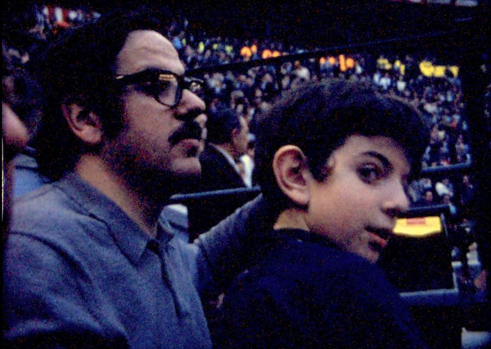 Joaquín y papá en los toros el lunes 18 de Mayo de 1970