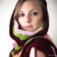 Gaze (Rafael Pix) Tags: portrait woman color girl canon 50mm eyes pix dof femme yeux 5d gaze fille 50mm12 201006 5dmarkii rafaelpix