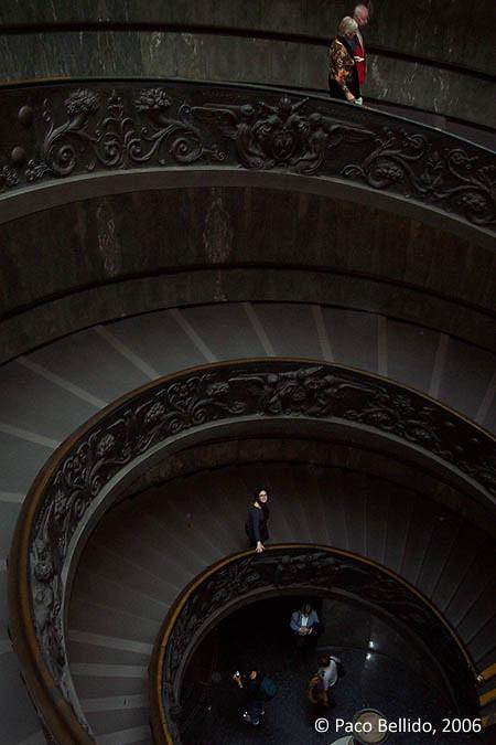 Escalera en espiral. © Paco Bellido, 2004