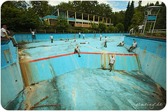 Never be alone (gemeiny) Tags: blue red urban abandoned water pool canon angle schwimmen alt wide sigma forgotten exploration 1020 verlassen urbex composing schwimmbad freibad schmutzig 50d gammelig
