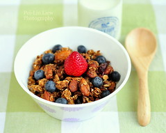 Homemade Granola (Pei-Lin Liew) Tags: milk healthy berries strawberries homemade american granola blueberries