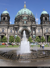 Berliner Dom, Berlin, Germany (JH_1982) Tags: berliner dom cathedral catedral cathédrale duomo 柏林大教堂 ベルリン大聖堂 베를리너 돔 берлинский кафедральный собор كاتدرائية برلين קתדרלת ברלין katedra church religion religious christian christianity spiritual neorenaissance landmark building historic architecture fountain brunnen berlin berlín berlino berlim berlijn 柏林 ベルリン 베를린 берлин germany deutschland allemagne alemania germania 德国 ドイツ германия