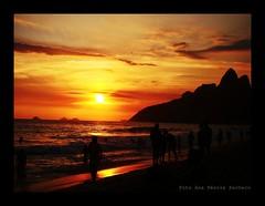 """""""Quem vem pra beira do mar, ai,  nunca mais quer voltar"""" (Ana Prola   Arte & Fotografia) Tags: praia rj msica ipanema calor dorivalcaymmi 40"""