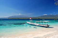 Lombok (msdstefan) Tags: pictures ocean trip travel blue vacation sky panorama holiday beach water strand indonesia landscape boats island boot volcano asia asien southeastasia wasser crystal pics urlaub diving nikond50 best insel clear blau landschaft rtw isla lombok indonesien nicest vulkan kristall tauchen trkis gunungrinjani klar ozean gilis giliair landschaftsbild flickraward concordians platinumheartaward theperfectphotographer flickrestrellas 100commentgroup fabbow saariysqualitypictures platinumbestshot flickraward5 mygearandmepremium mygearandmebronze mygearandmesilver mygearandmegold mygearandmeplatinum mygearandmediamond