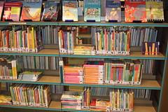 Eerste leesboekjes (jeannemusic23) Tags: retail bibliotheek hilvarenbeek