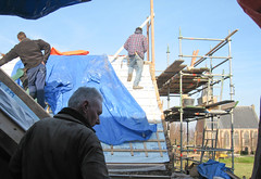 IMG_471 Met man en macht aan het werk op dak7