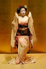 Maikodance05 (Jasper the Roclimbr) Tags: woman japan dance kyoto maiko geisha kimono naokazu