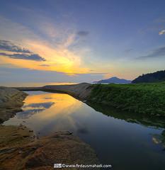 Teluk Batik (Firdaus Mahadi) Tags: light sunset sea sky sun reflection water landscape evening scenery rocks malaysia batu lumut pemandangan perak petang telukbatik manjung vertorama manfrotto055xprob selatmelaka tokina1116mmf28 straitsofmelaka firdausmahadi firdaus