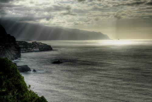 Seixal and sun rays. Madeira. Seixal y rayos de sol.