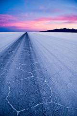 (Nilton Ramos Quoirin) Tags: road sunset desert carretera perspective bolivia desierto perspectiva salar ocaso sal altiplano uyuni potos saltflat tunupa