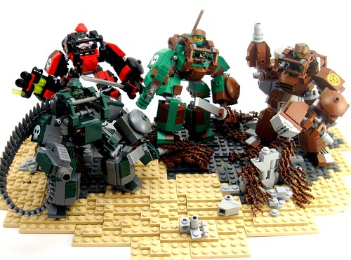 LEGO mecha raiding party
