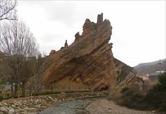 La Peña de Autol (La Rioja ) (kirru11) Tags: parque españa rio iglesia casas roca piedras montes larioja autol ärboles