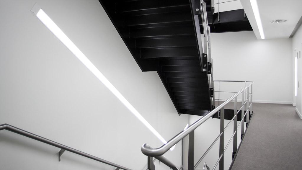Tottenham Court Road main stair / atria (ESA)