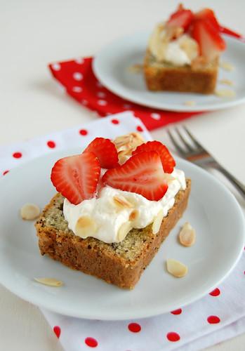 Silver poppy seed cake trifle / Pavê com bolo de papoula