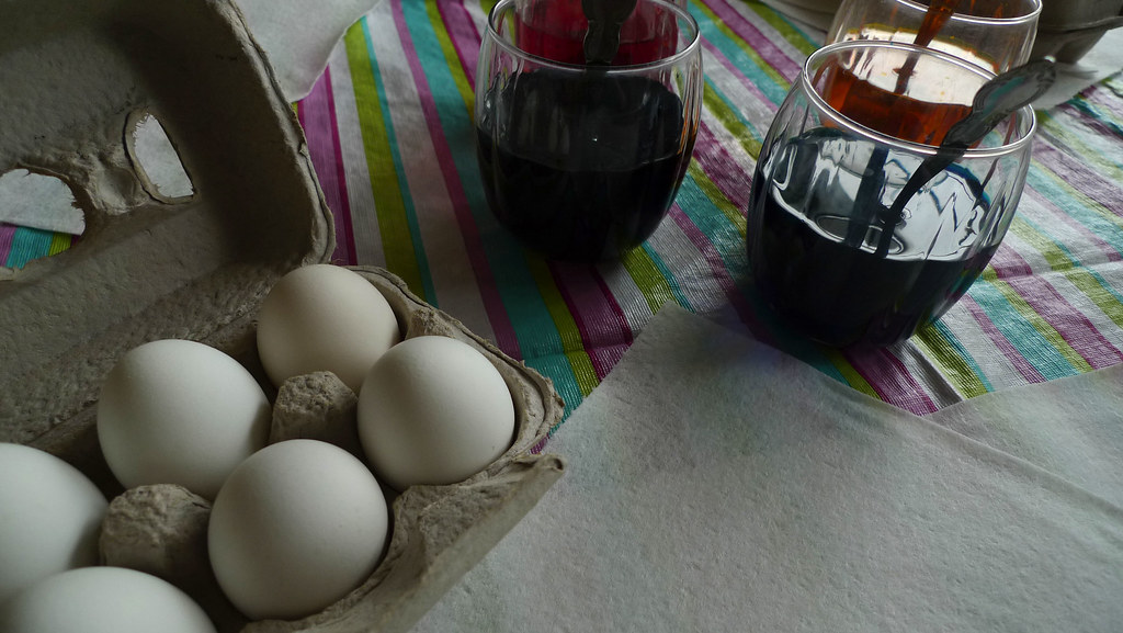 egg dying
