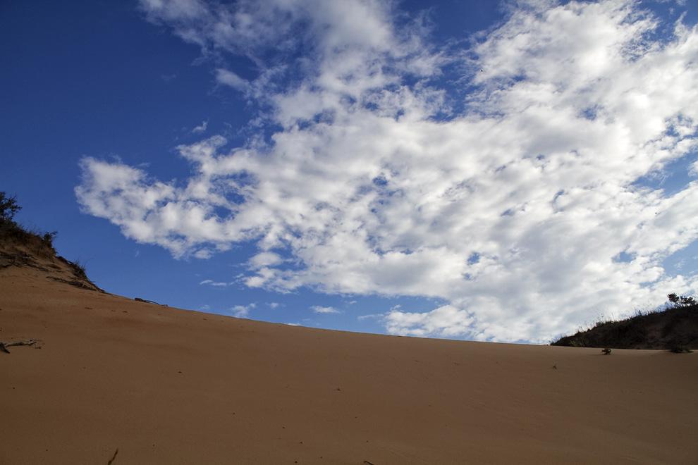 Dunas de Arena en una estancia, en Río Verde. Las dunas son de gran altura y terminan en un arroyo de aguas cristalinas. (Río Verde, San Pedro, Paraguay - Tetsu Espósito)