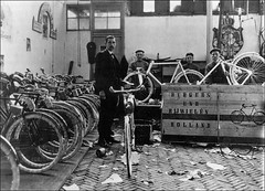 Burgers expeditie (letterlust) Tags: expedition bike bicycle bicicleta bicycles warehouse burgers cycle bici 1915 velo fahrrad vlo fiets velocipede bicicletta enr magazijn entrept bicyclehistory veloziped dutchbicyclehistory letterlust verzendafdeling servicedesexpditions