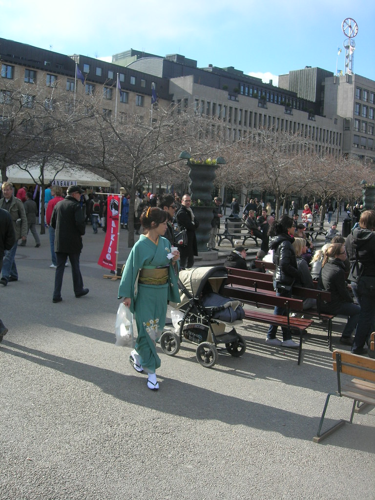 Cherry Blossom Fest in Kungstradgarden, Stockholm 2010 - 7