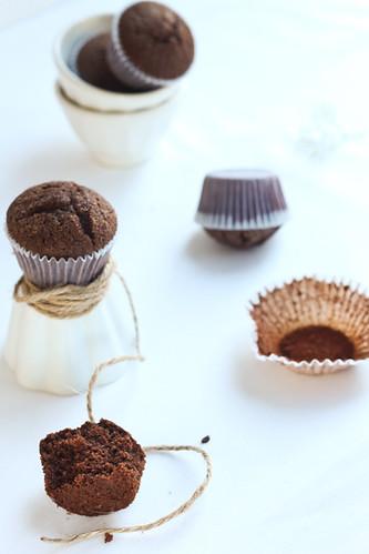 Magdalenes de xocolata i avellanes