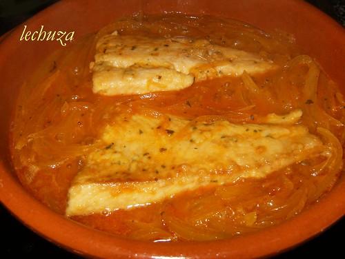 Castañeta encebollada-en salsa