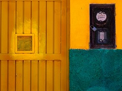 what to do with extra paint (msdonnalee) Tags: muro yellow wall mexico pared grid gold lock architektur mexique meter mura grille mur parede mauer mexiko  walldetail utilitymeter facciate arqitetura    mexicanwall photosfromsanmigueldeallende wallsofsanmigueldeallende fotosdesanmigueldeallende murosdesanmigueldeallende larqitecture