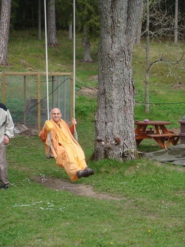Kadamba Kanana Swami Korsnas Gard and at Ugrasena's 14th May 2010  -0065 por ISKCON desire tree.