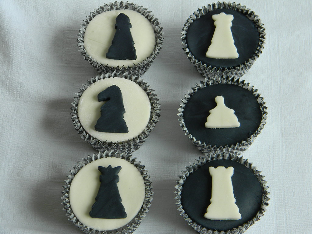 Chess set cupcakes