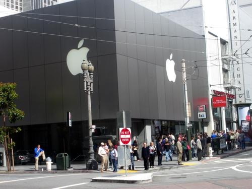 Apple-Store um 9.55 Uhr morgens