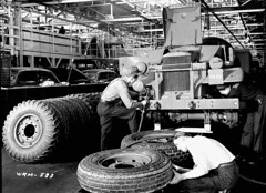 Workmen assemble universal carriers (army vehicles) on the assembly line at the Ford Motor Co. / Des ouvriers assemblent des chenillettes universelles (vhicules militaires) sur la chane de montage de l'usine Ford (BiblioArchives / LibraryArchives) Tags: ontario canada workmen military wwii lac canadian vehicles worldwarii windsor canadians canadiens 1941 canadien bac secondworldwar assemblyline canadienne ouvriers militaires libraryandarchivescanada canadiennes deuximeguerremondiale vhicules bibliothqueetarchivescanada universalcarriers fordmotorcol chenillettesuniverselles chanedemontage usineford