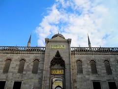 2010 istanbul 251 (ebruzenesen - esengül) Tags: turkey türkiye istanbul mosque ottoman cami deniz mavi sultanahmet bulut minare kubbe architec yeşillik süsleme alem şadırvan avlu tarihiyapı ebruzenesen muslimcultur dikiltaş