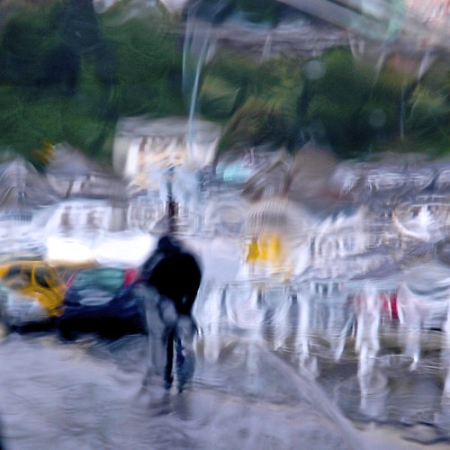figura en día de lluvia by eMecHe
