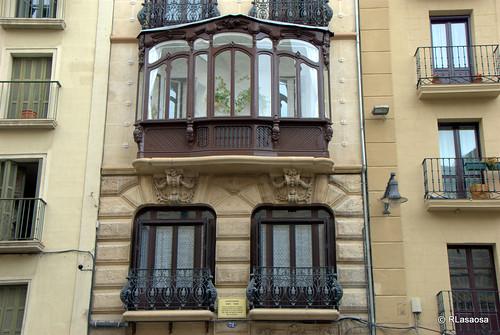 Fachada de un edificio modernista en la calle San Nicolás