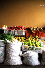 Mercado Tulcan 1 (Jordido) Tags: food frutas fruit canon trabajo ecuador comida central colores personas mercado juices jugos tradicion tipicos 50d tulcan jordido