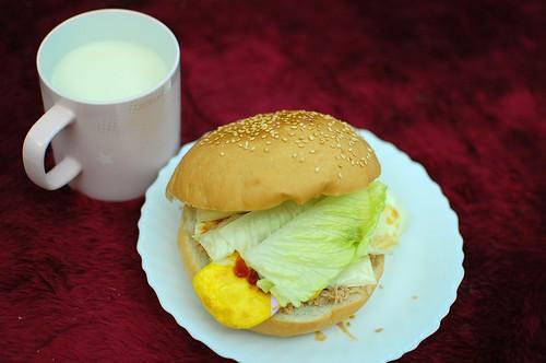 鮪魚起司蛋漢堡原型