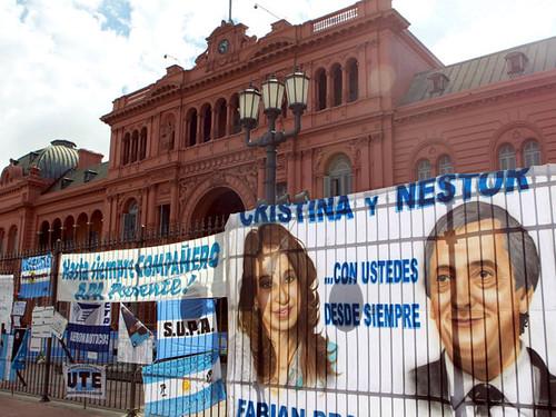 Miles de Personas Asistieron al Velatorio en La Casa Rosada (9)